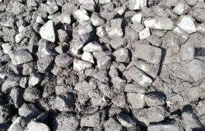 skeletmuld af knust granit i bunke